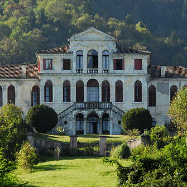 ESTATE IN VILLA